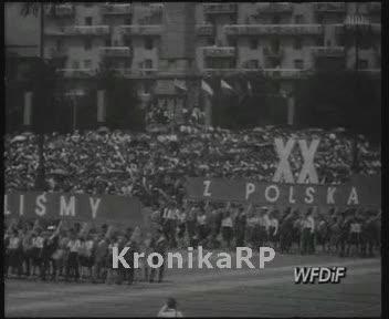 Defilada młodzieży i sportowców na Placu Defilad