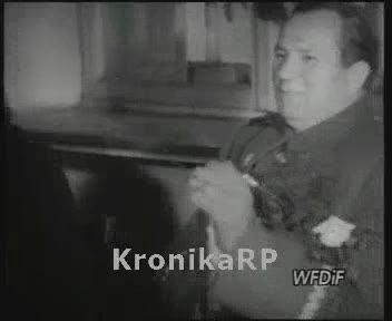 Marszałek Żymierski na gwiazdce w szkole przy ul. Narbutta w Warszawie
