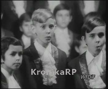 Chór Kurczewskiego śpiewa pastorałki i kolędy w poznańskim Ratuszu