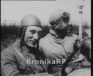 Inżynierowie Tański i Gabaud po powrocie z rajdu Paryż - Warszawa